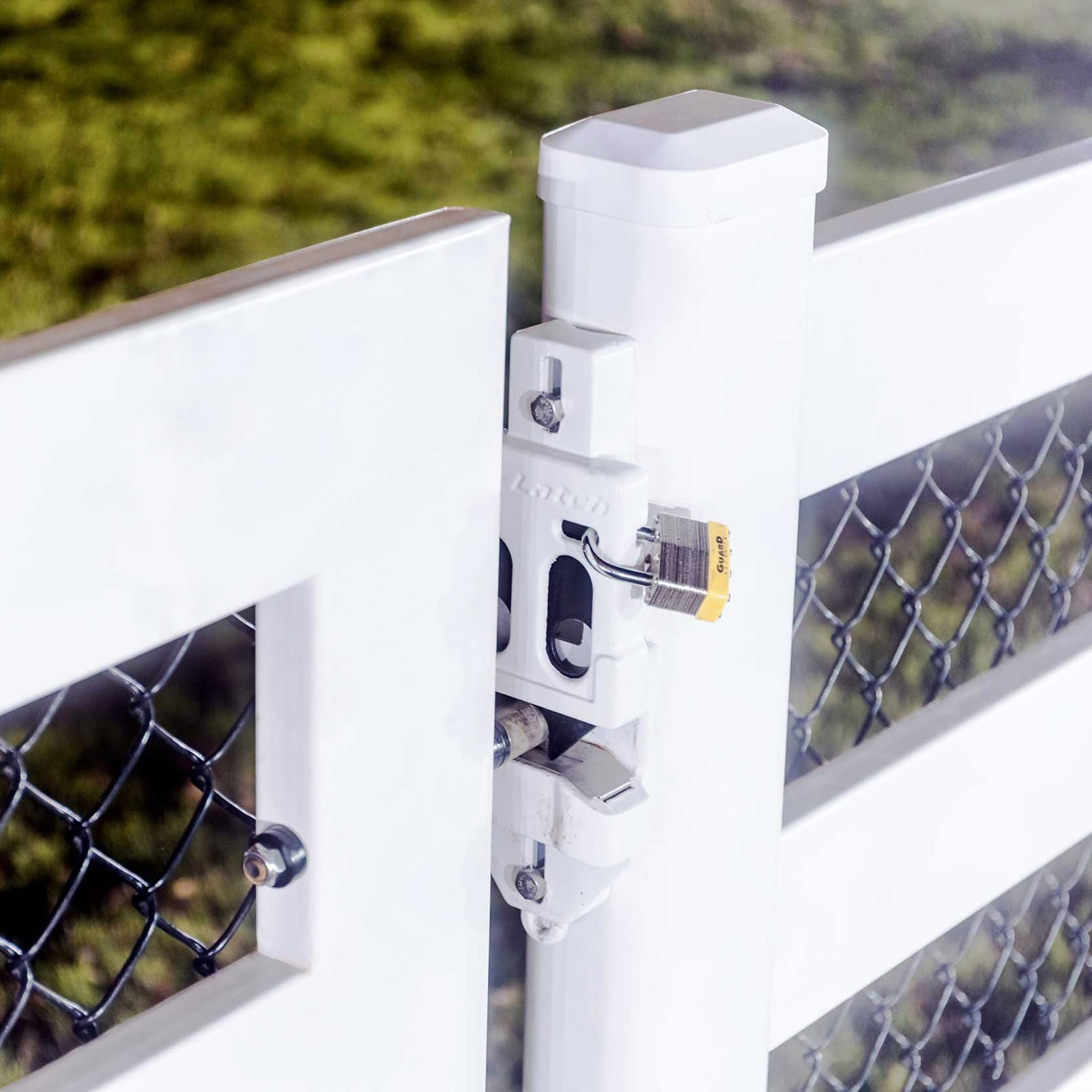 Close up picture of the Buckley Fence EZ-latch